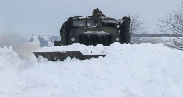 60-годишна съветска машина пробива снега