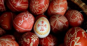 10 начина за боядисване на яйца с които да оберете овациите на Великден!