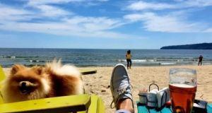 Плажуващ във Варна се фука: Болен съм от К-19 но разпускам без проблем в тузарски хотел