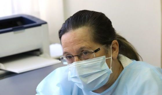 Д-р Николова изригна: За какви мерки говорим? Българите посрещат четвъртата вълна с маски от първата