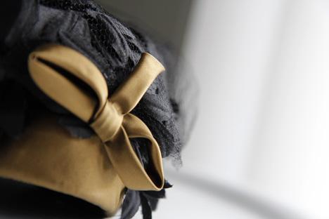 svart-florhatt-rosett