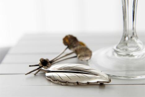 brosch-silver-löv