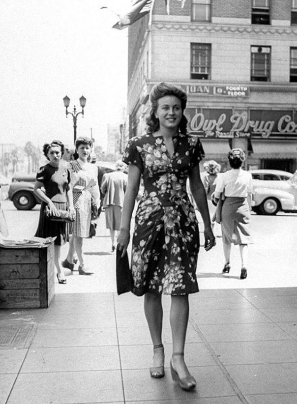Dresses That Girls Used to Wear in the 1940s (34)