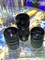 Lumix S Optiken, richtig fette Linsen! Das geht fast in Richtung Mittelformat