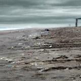 Las playas de Buenos Aires están llenas de plástico