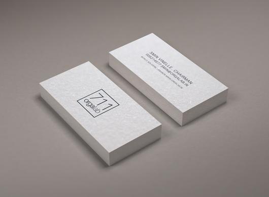 Minimal Business Card Mockup (Smart Object)