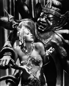 Still of Greta Garbo in Mata Hari (1931)