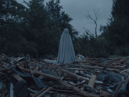 Still from A Ghost Story (2017)