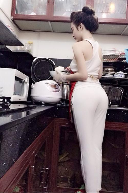 nguoi-dep-vao-bep-cung-tich-cuc-sexy-1414512796-544fc09c6e44e