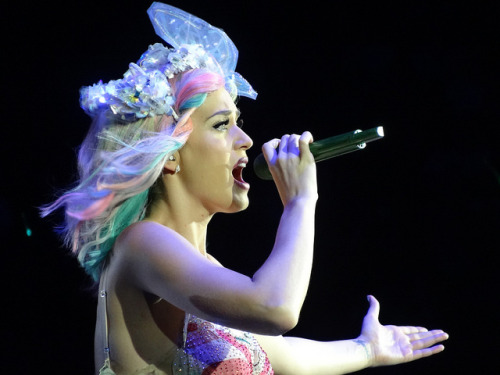 My photos of Katy Perry's Friday night O2 gig are here.