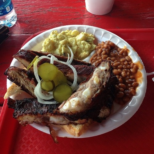 Lunch at my favorite BBQ spot in MO. It's 50 years old and only open 3 months out of the year. #drinkandspoon #drink #food #foodporn #foodgasm #yum #nom #lunch