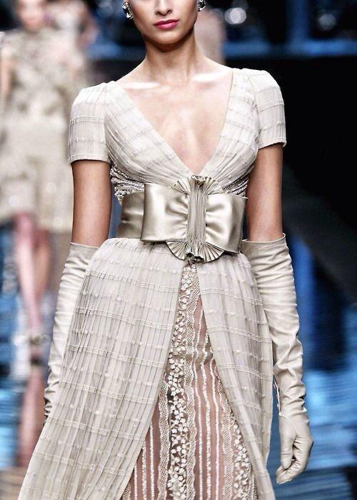 notordinaryfashion:  Valentino Haute Couture