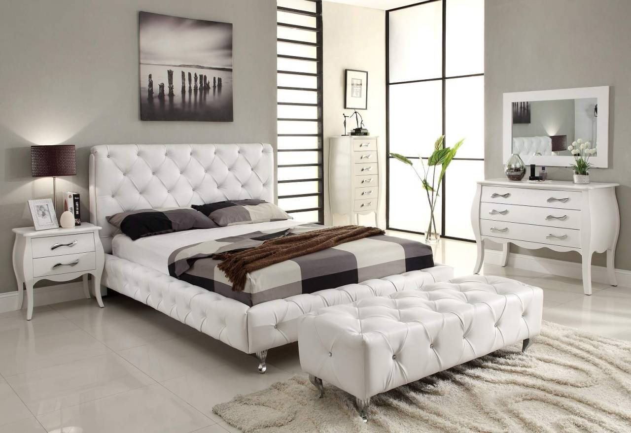Modern and luxurious bedroom