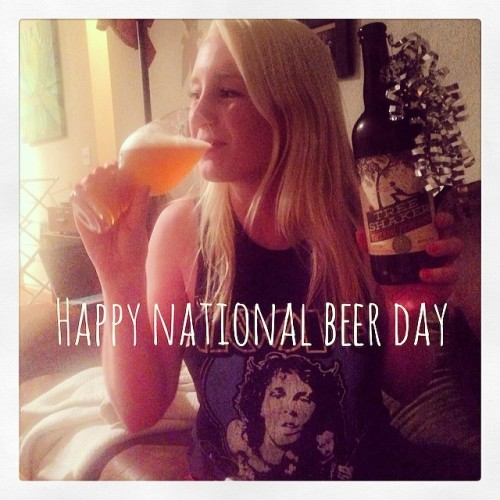 Happy National Beer Day!! Drinking Tree Shaker by @odellbrewing #drinkandspoon #drinklocal #drink #craftbeer #craftbeercommunity #chickswhodrink #chickswhodrinkcraftbeer #beer #beerporn #beertography #nationalbeerday #happynationalbeerday