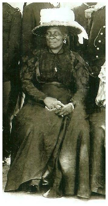 Daughter and Wife of President Antoine Simon.  Haiti c.1910</p><p>Vanésila Simon(L) & Uranie Adélaïde Mentor(R)