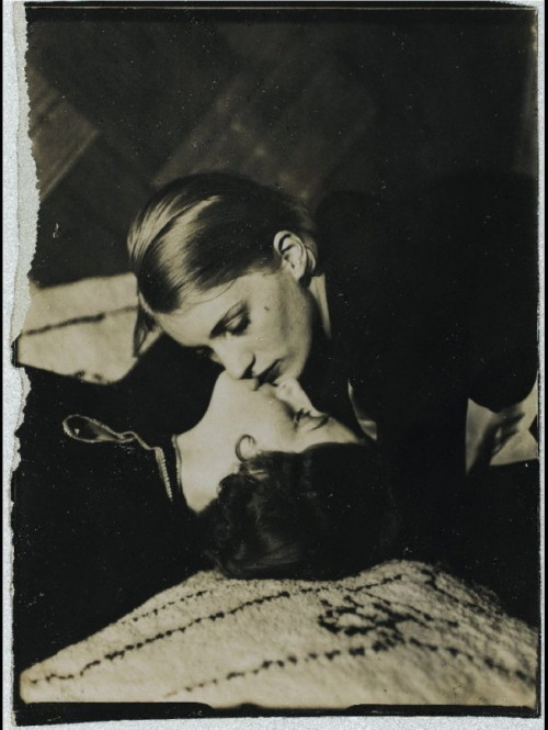 giftvintage:  Man Ray - Lee Miller And Friend,1930  Forbidden love.