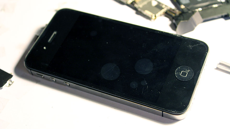 iPhone-4S-screen-replaced