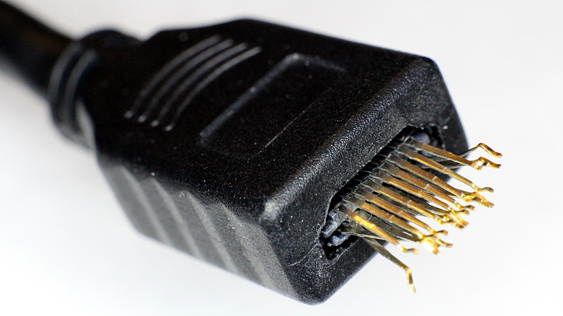 Broken HDMI Cable pPkug