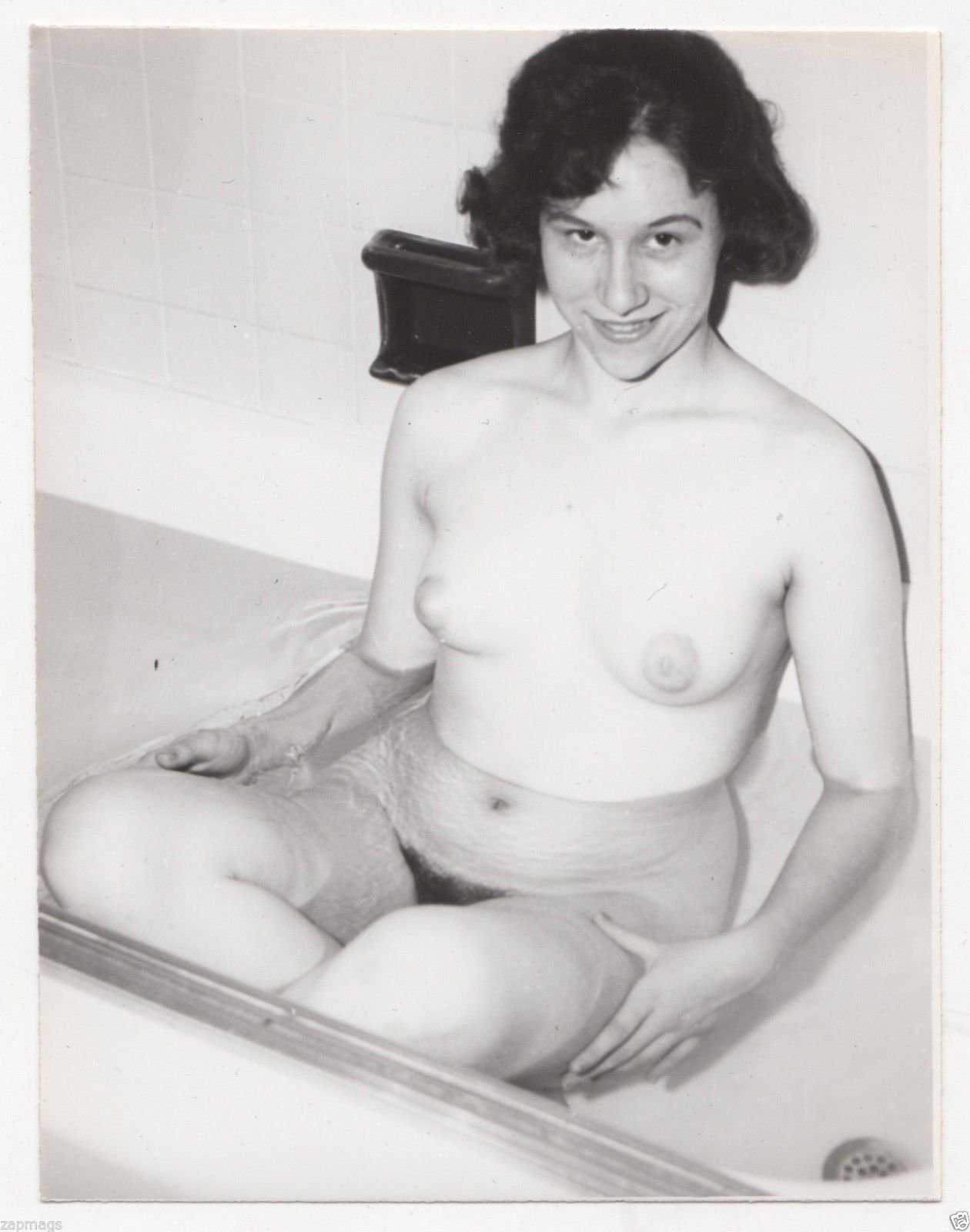 Rub a dub dub, gorgeous retro nude chick in the tub.