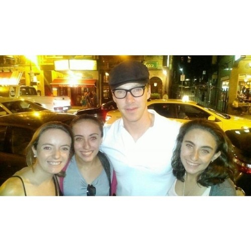 http://horansunshine.tumblr.com/post/90295888820/my-friend-met-benedict-im-flipping