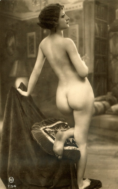 Wonderful vintage ass.