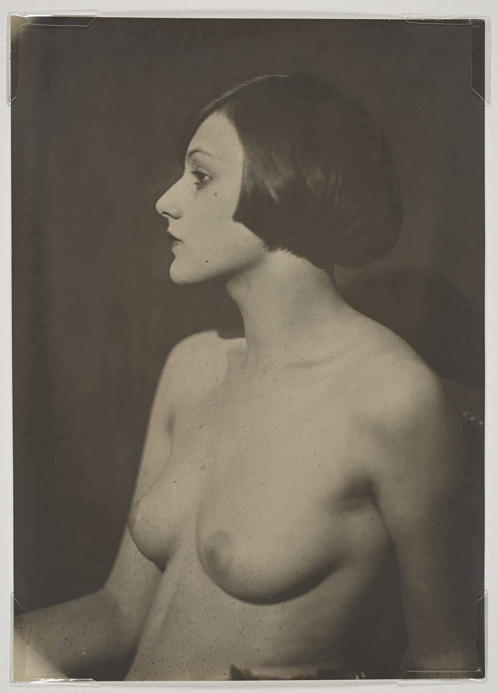 mirrormirrorworldworld:  Man RayUntitled (Brogna Perlmutter) 1924  Gorgeous Man Ray portrait. What a woman!