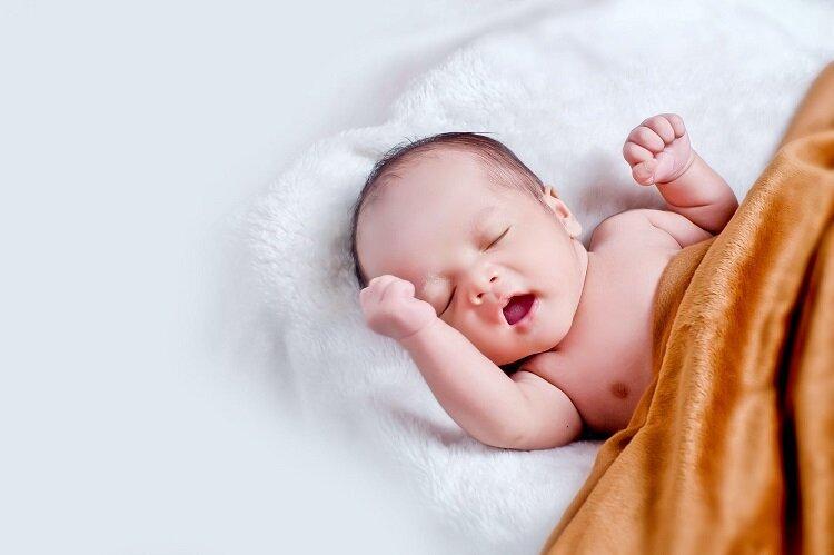 حجم معدة الرضيع فى شهرة الثامن