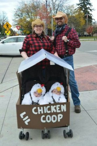 Cute Homemade Chicken Coop Halloween Costumes Perfect For Twins - Simplemost