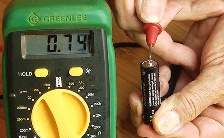 Μετρήστε το βαθμό της μπαταρίας του φορείου στο σπίτι