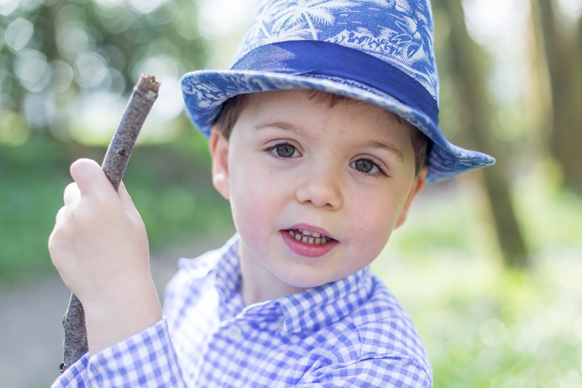 little boy close up shot wearing a hat at his Sevenoaks family photoshoot