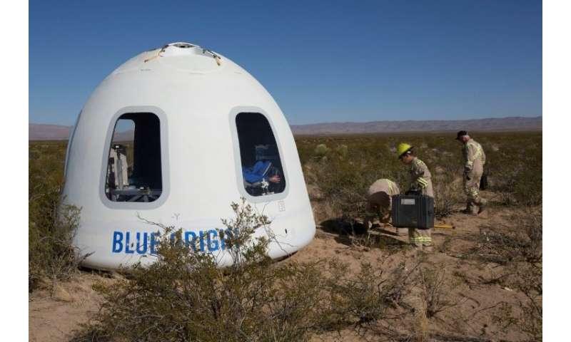 """Seis pasajeros tomarán su lugar en una """"cápsula"""" fijada en la parte superior del cohete de 60 pies de Blue Origin"""