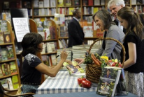 Michelle Obama book signing11