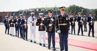 Buhari arrives in America 31