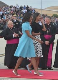 Malia and Sasha Meet the pope 5