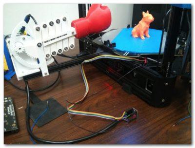 「3Dプリンタ自動造形物取出装置」がハイテクとローテクのハイブリッドでひどい(いい意味で)