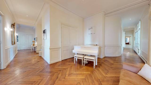 LYON-3e-PREFECTURE-GRAND-APPARTEMENT-Couloir (1)