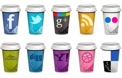 10 iconos sociales en vaso de café