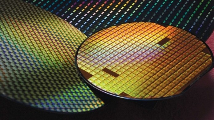 The use of improved 7 nm process technology with EUV will improve