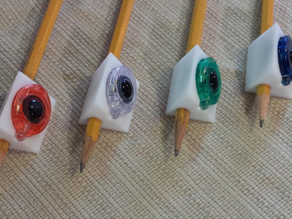 Seventh Grader Designs  3D Prints a Penmanship Training