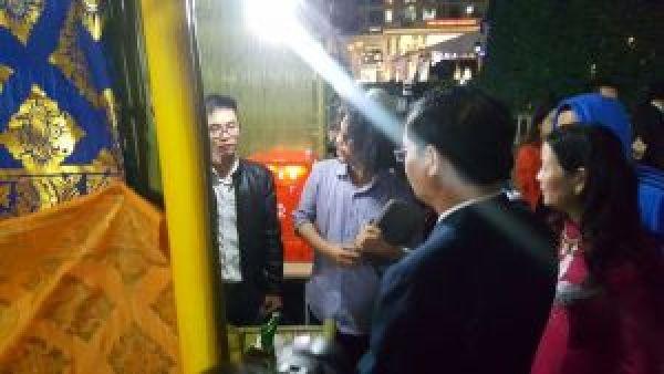 Đại diện Thành phố Hà Nội đến thăm gian hàng của Smart Design Labs
