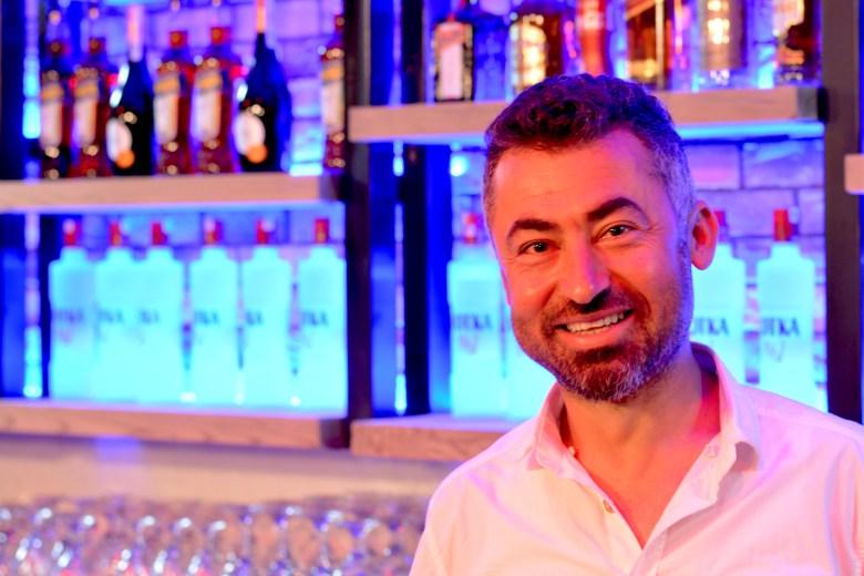Izzys Beach Bar - We Love Mahmutlar Beach Bars