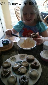 making donuts and icing