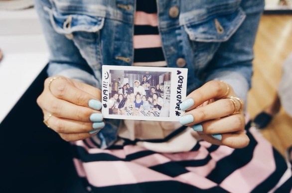 Sh-sh-shake it like a polaroid pictureee-