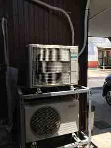 エアコンの室外機を二段置きに。設置完了。