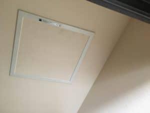 テレビアンテナブースター設置場所は2階天井裏にあることが多い。