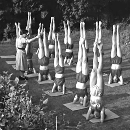 1956, yoga au jardin