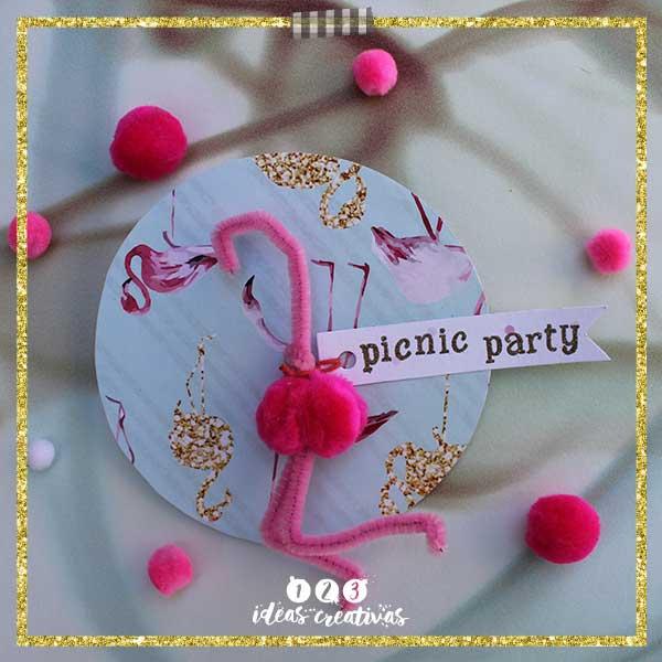 Aprende a hacer una invitación de fiesta con un flamingo rosa.
