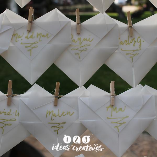 Incorpora el origami en tu boda y crea una decoración original.