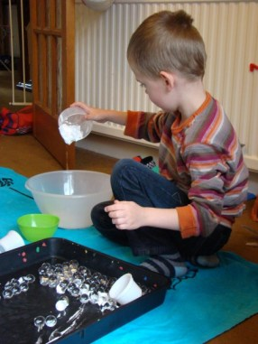 Water beads and foam mixing