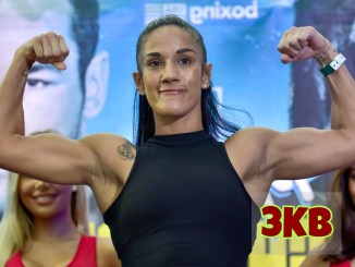 Amanda Serrano flexes her muscles.
